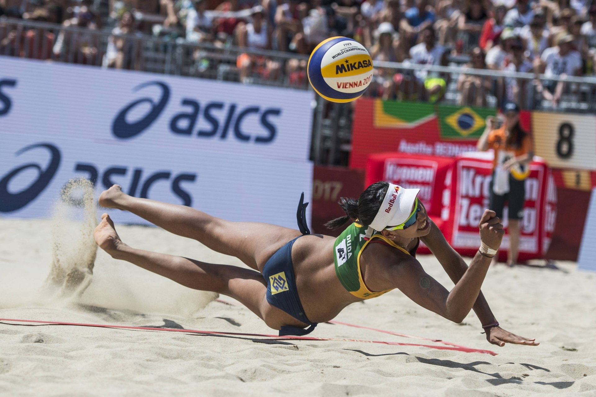 At 19, Duda has the beach volleyball world at her feet