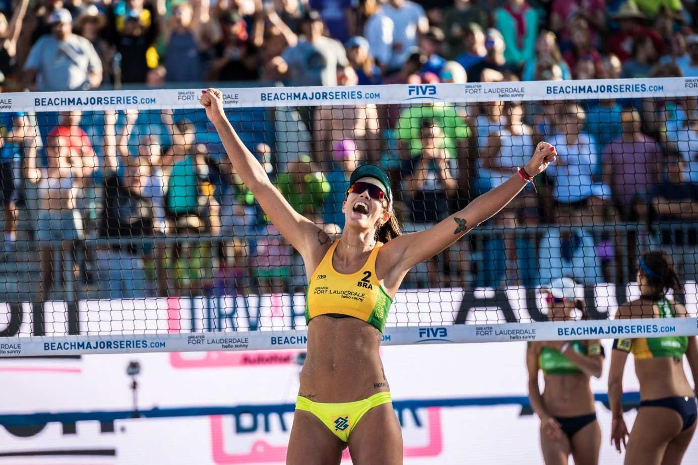 Look how happy beach volleyball attire can make you. Photocredit: Malte Christians