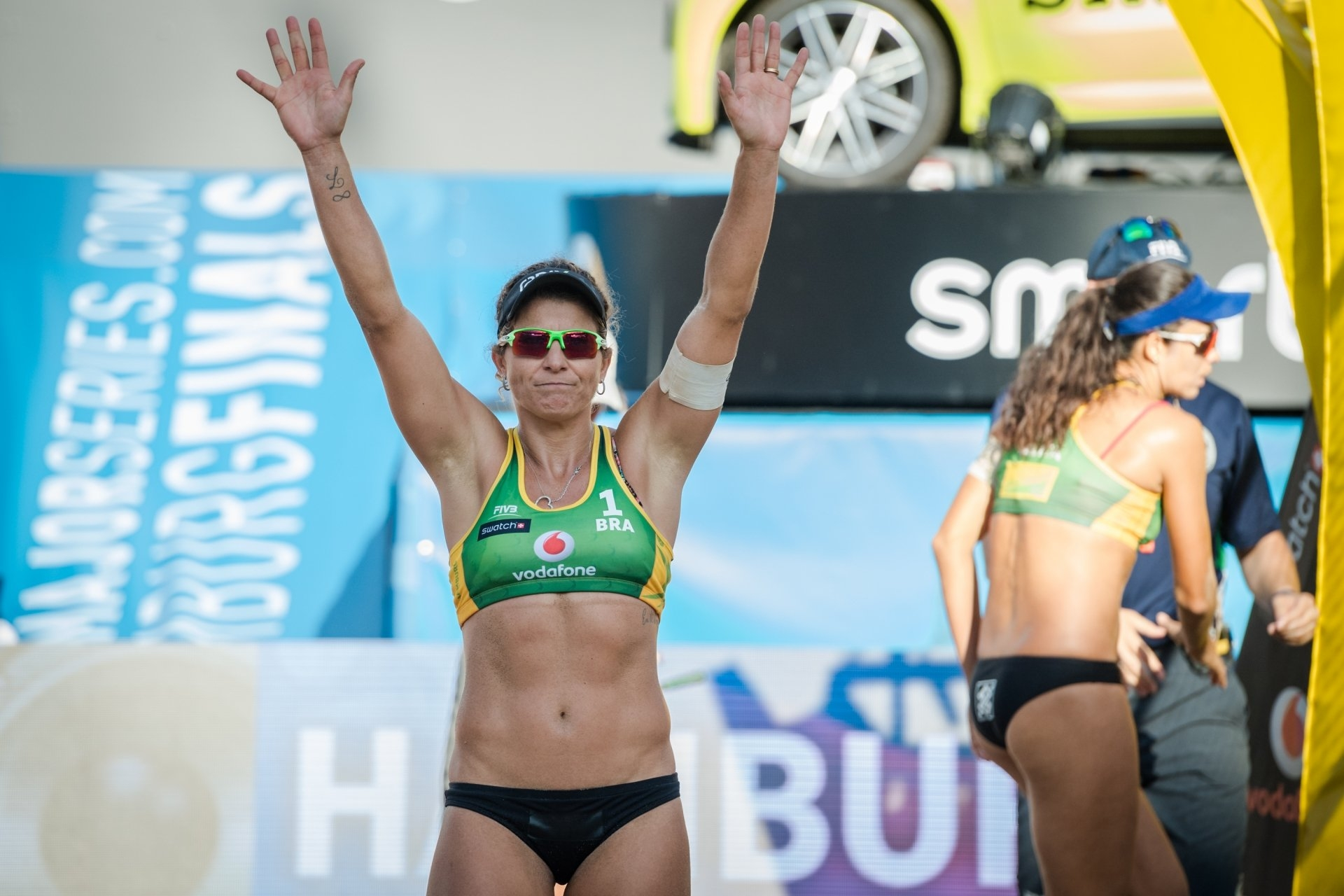 Larissa waves to the fans in her last international beach volleyball event