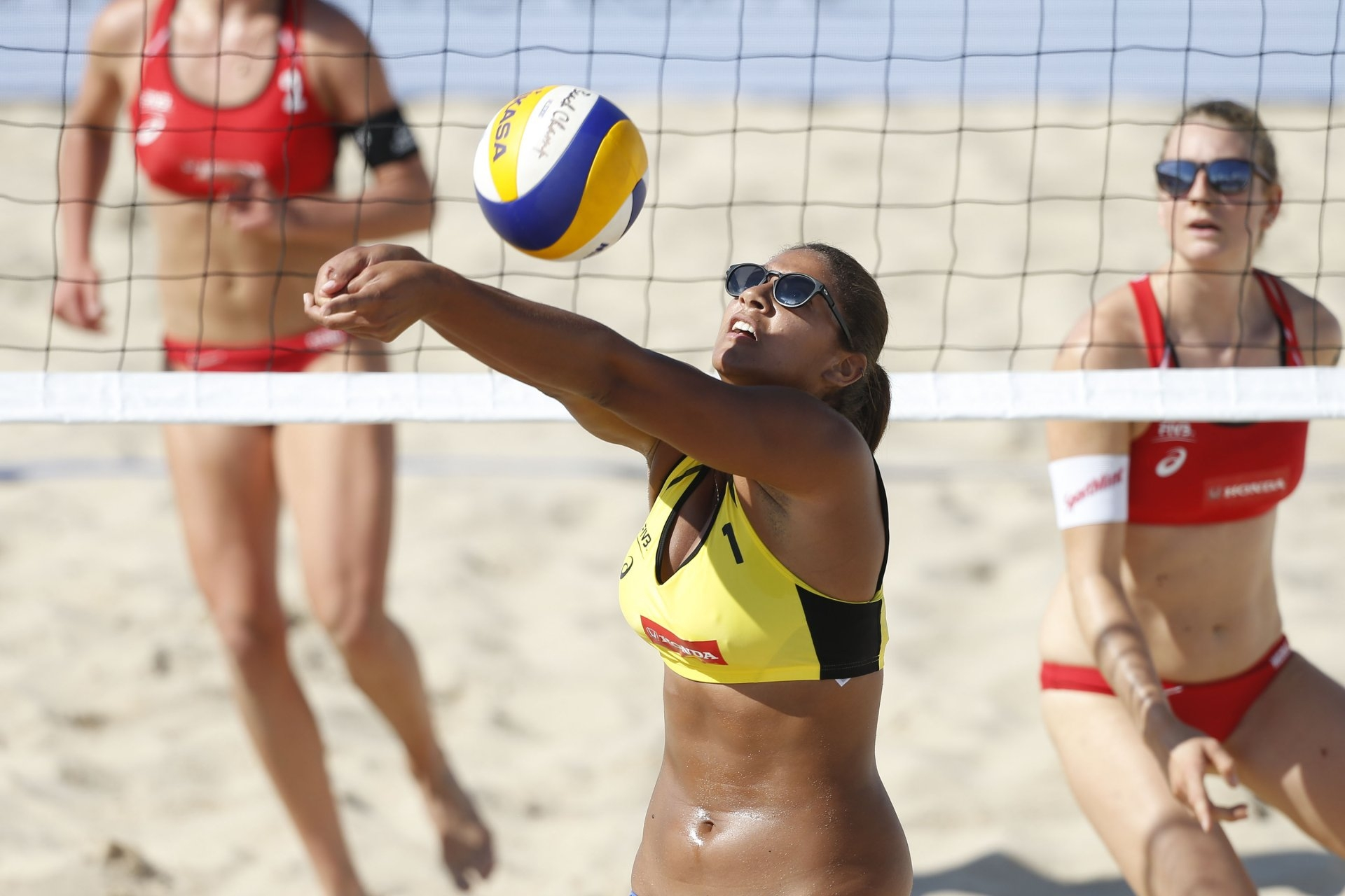 At 1.94m, Ana Patricia is the tallest Brazilian woman to ever compete on the World Tour (Photocredit: FIVB)