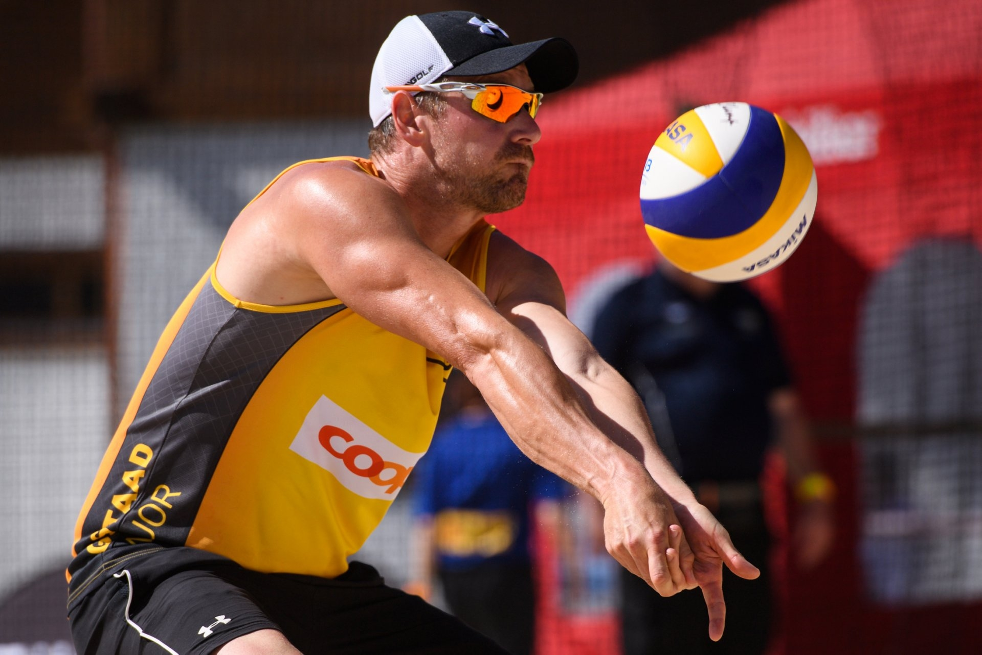 Matysik coaches Kim Behrens and Sandra Ittlinger in the World Tour (Photocredit: FIVB)
