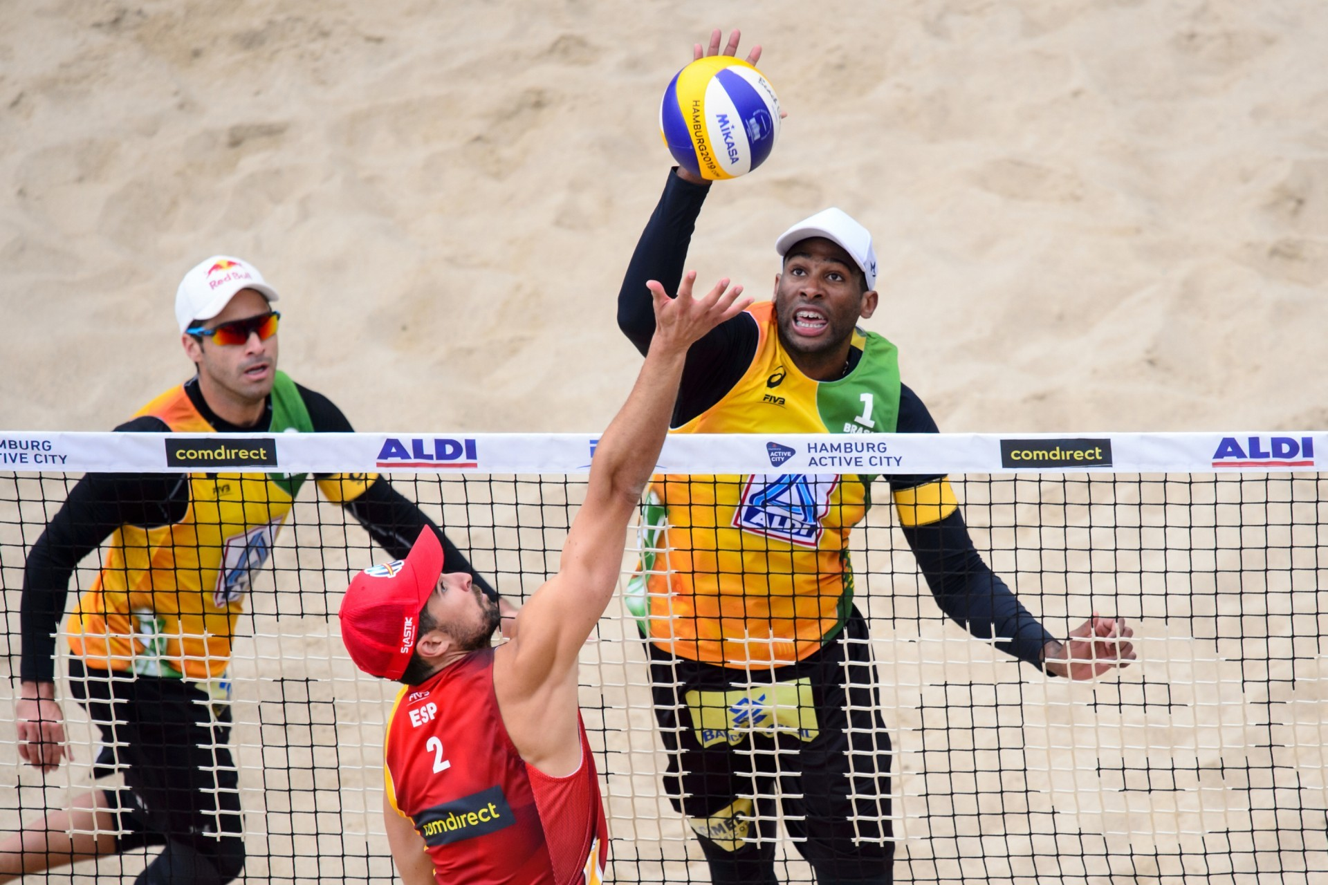 Evandro's reach is a massive advantage at the net