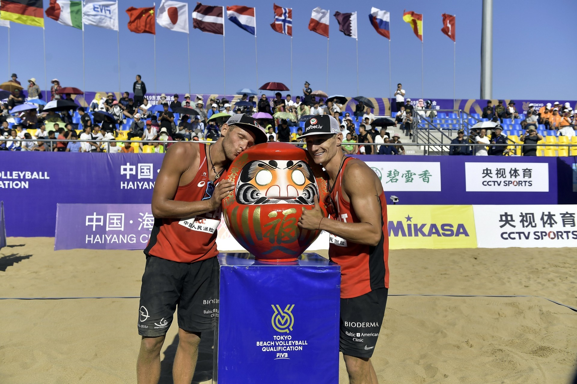 Tocs and Plavins pose with the Japanese Daruma doll (Photocredit: FIVB)