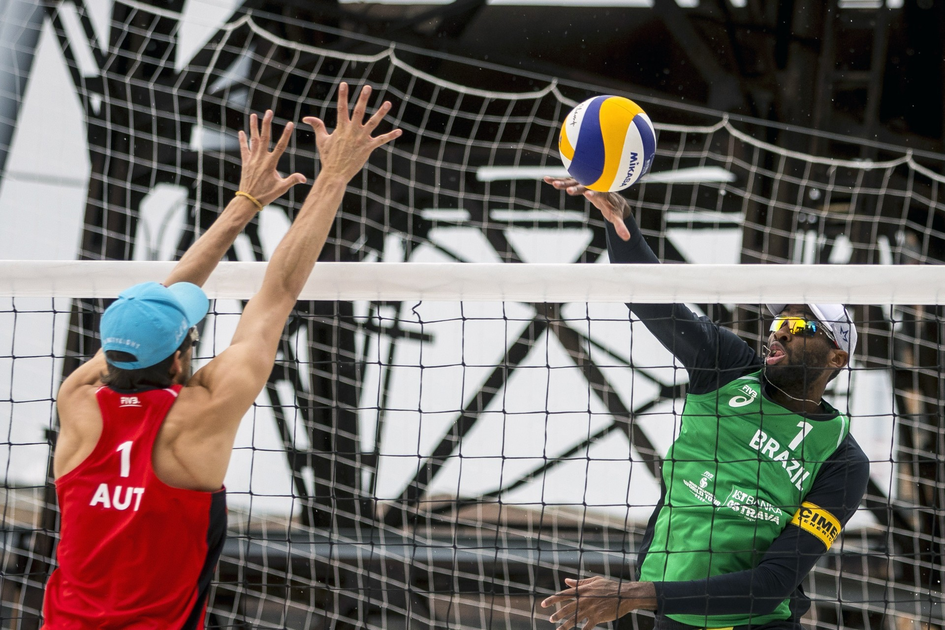 Evandro's height makes his life easier when hitting on two (Photocredit: FIVB)