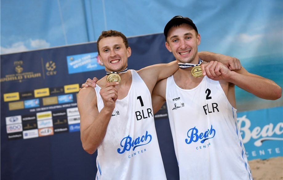 Aliaksandr Dziadkou (left) and Pavel Piatrushka celebrate their gold medal in Gothenburg