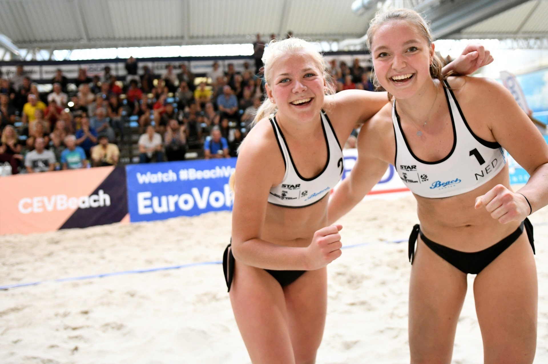 Record breaking Dutch paiur Raisa Schoon (left) and Emi van Driel