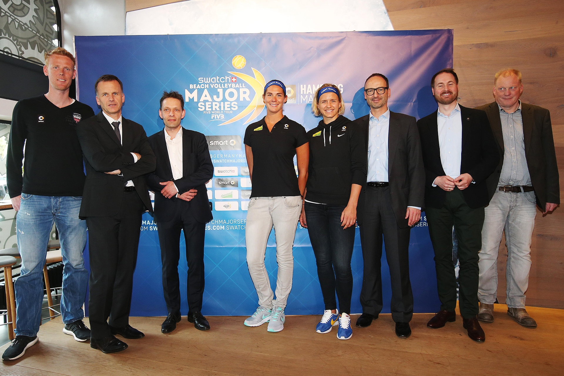 The panel of the press conference at the Mercedes me store in Hamburg: (from left to right) Jonas Reckermann (Olympic gold medallist of 2012), Christoph Holstein (Hamburg Representative Department of Sports, Martin Müller (Almased Representative),  Kira Walkenhorst and Laura Ludwig, Thomas Krohne (President of German Volleyball Federation), Michael Schaller (Head of Marketing Communication & Brand Management smart) and Frank Mackerodt (Organizer smart Major Hamburg) Photo credit: Malte Christians/hochzwei