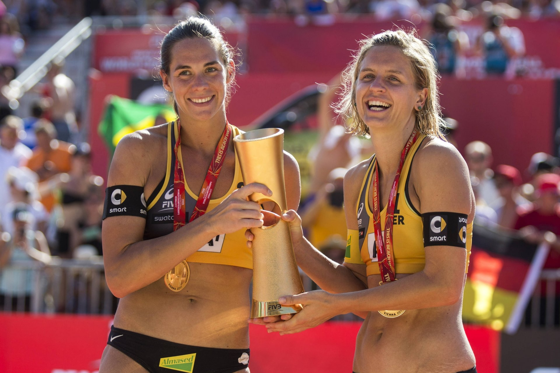 Kira Walkenhorst (left) and Laura Ludwig (right) are one of the most feared teams in the world. Photocredit: Michael Kunkel