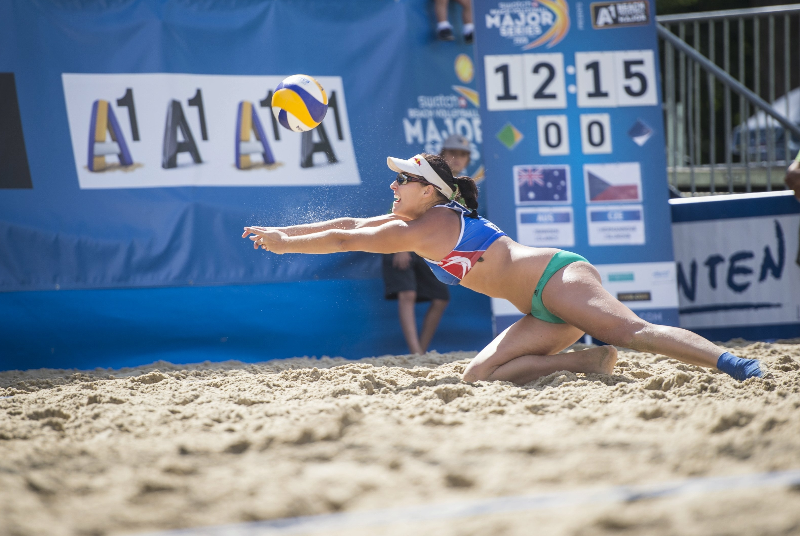 Barbora dives for the ball during the A1 Major Klagenfurt. Photocredit: Philipp Schuster.