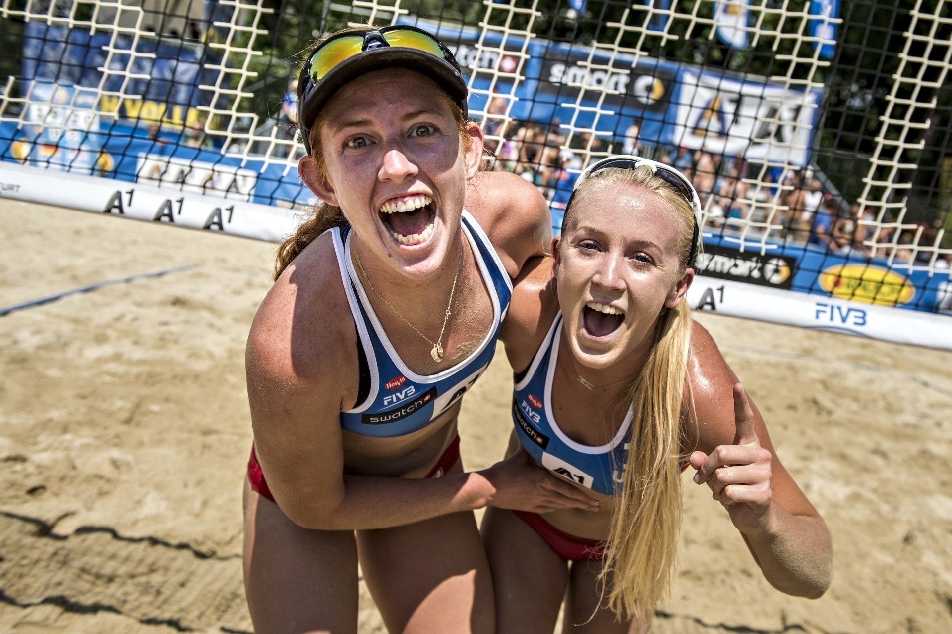 Sara (right) and Kelly celebrate their incredible victory over Ludwig/Walkenhorst at Klagenfurt in 2016