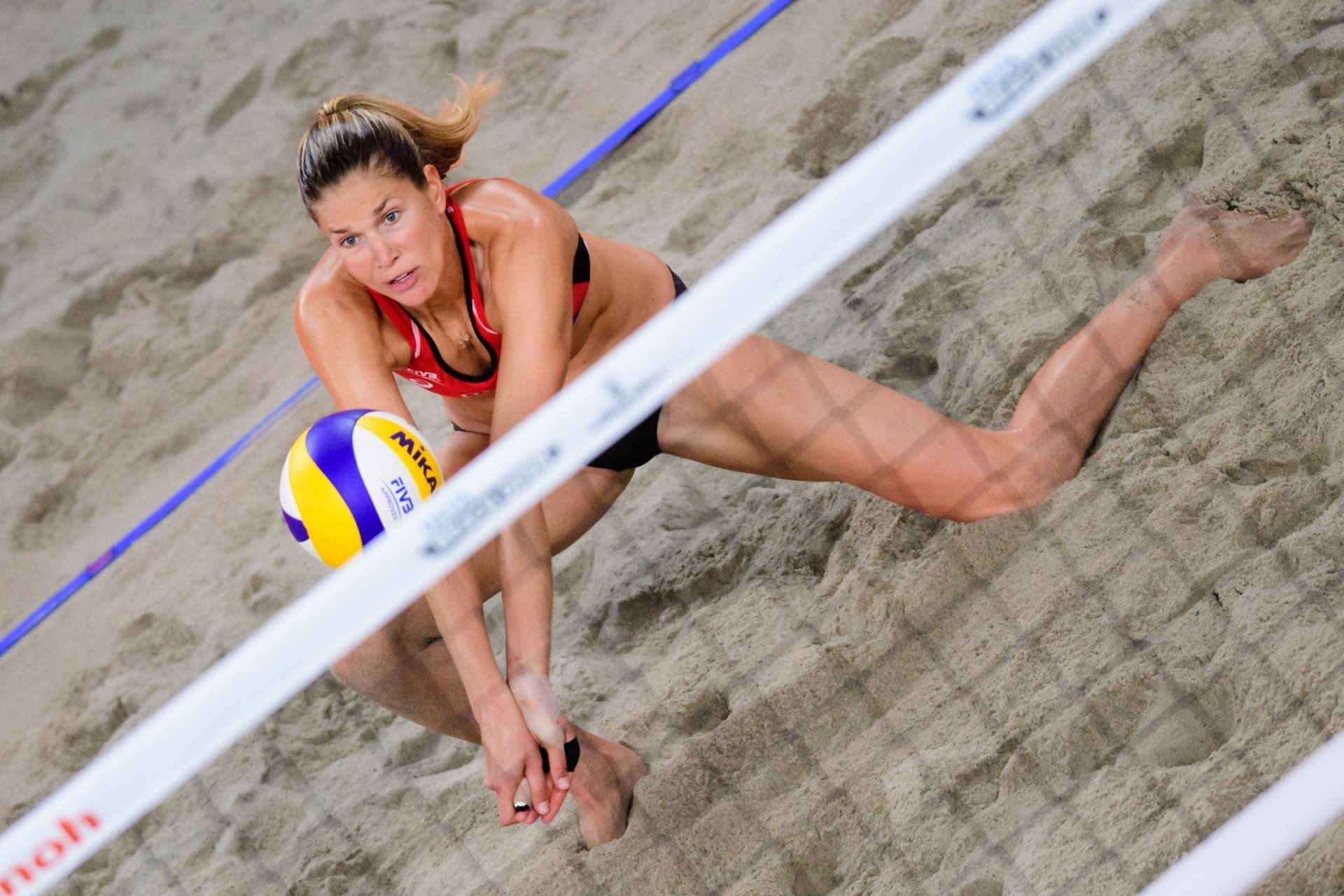 Alix in action on her way to gold in The Hague. Photocredit: FIVB