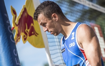 Perišić makes beach volleyball debut