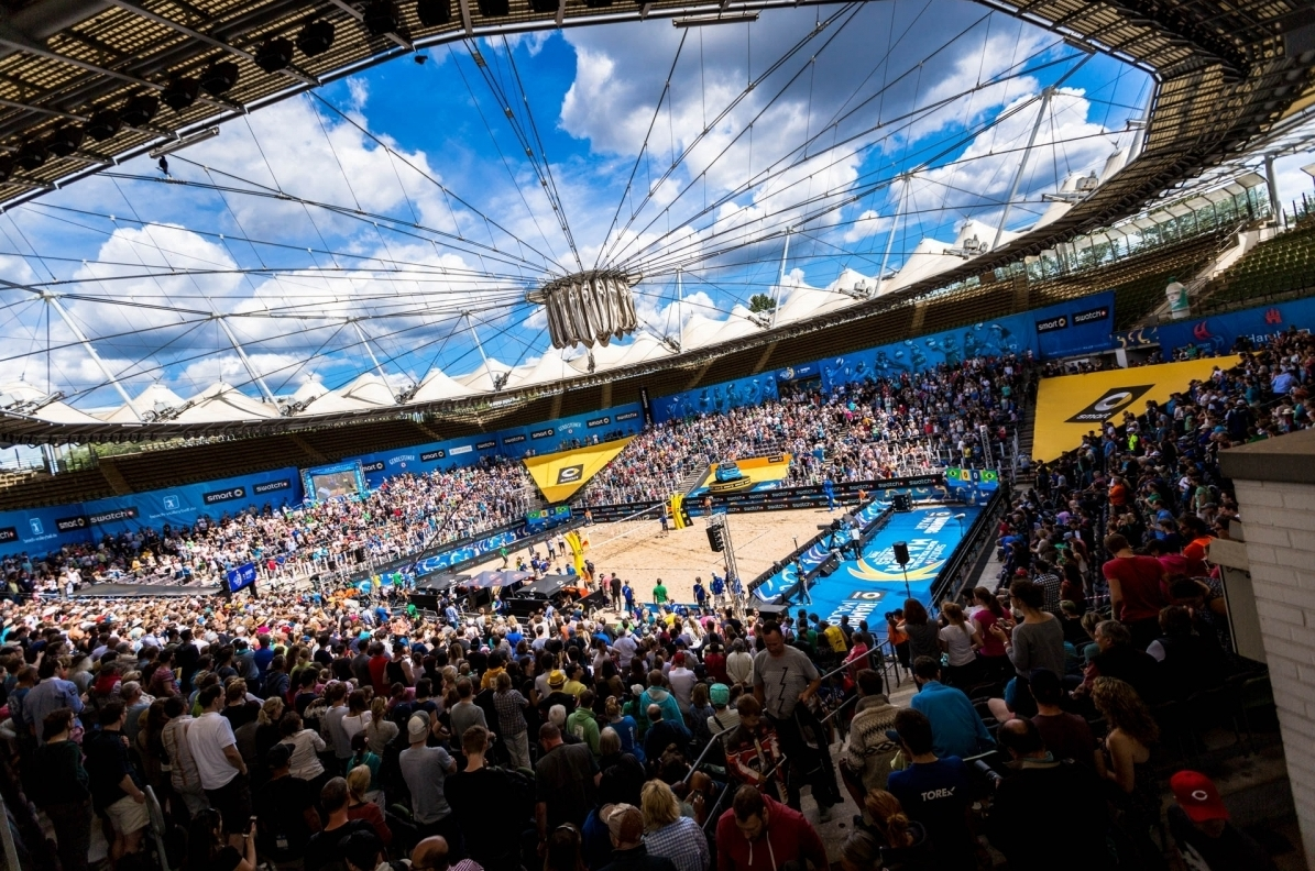 Is there a better sight than a fully packed stadium watching beach volleyball? Photocredit: Stefan Moertl.