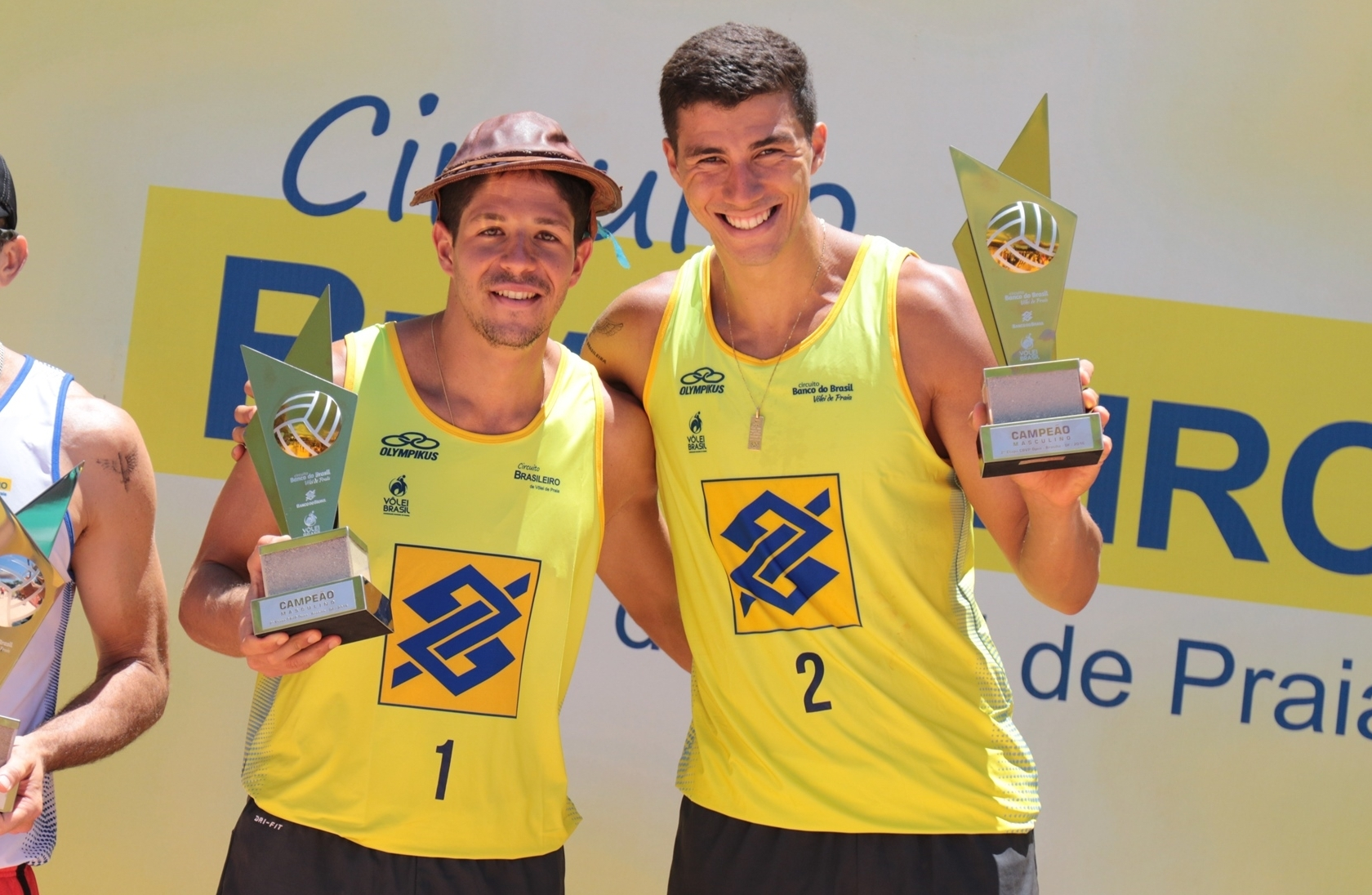 Alvaro and Saymon celebrate their victory in Brasilia. Photocredit: CVB.