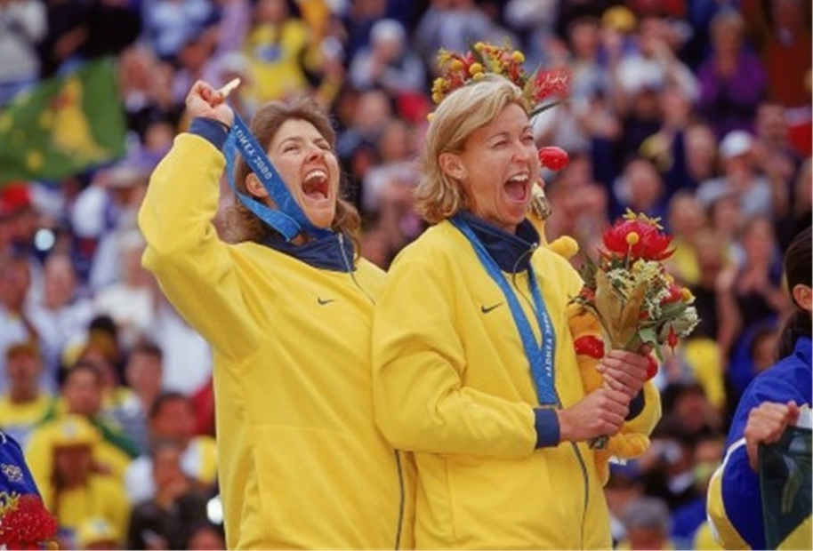 Kerri (right) and teammate Natalie Cook celebrate winning Olympic gold in Sydney. Photocredit FIVB.