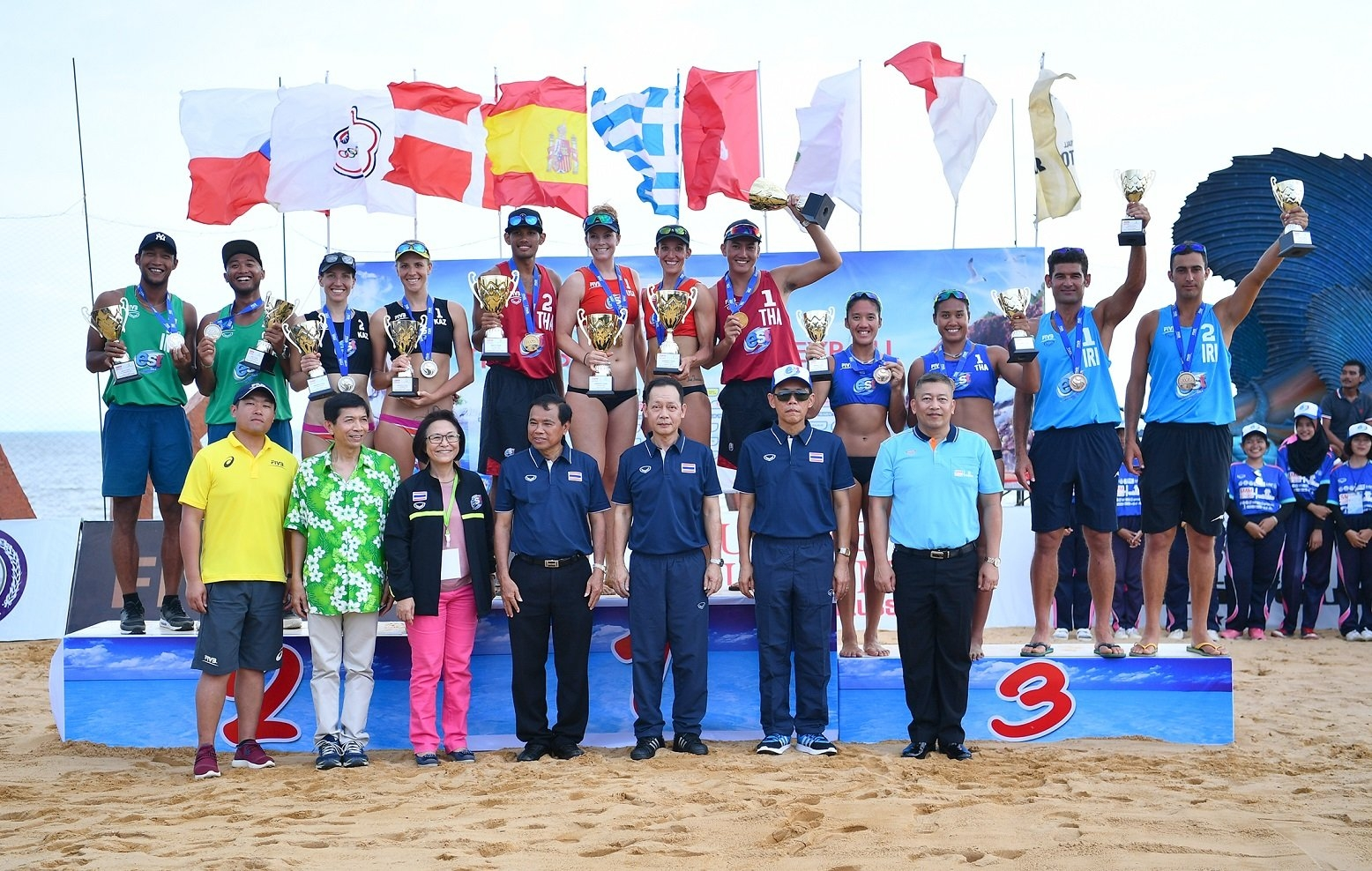 The medalists of the tournament in Thailand after the awarding ceremony (Photocredit: FIVB)