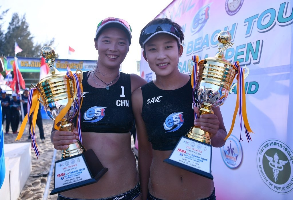 China's Wang Fan and Xia Xinyi pose with the trophies of the Asian Beach Volleyball Tour (Photocredit: AVC)