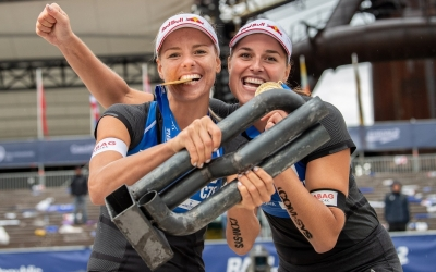 World Tour home gold for Maki and Bara